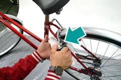 自転車の鍵へ注油